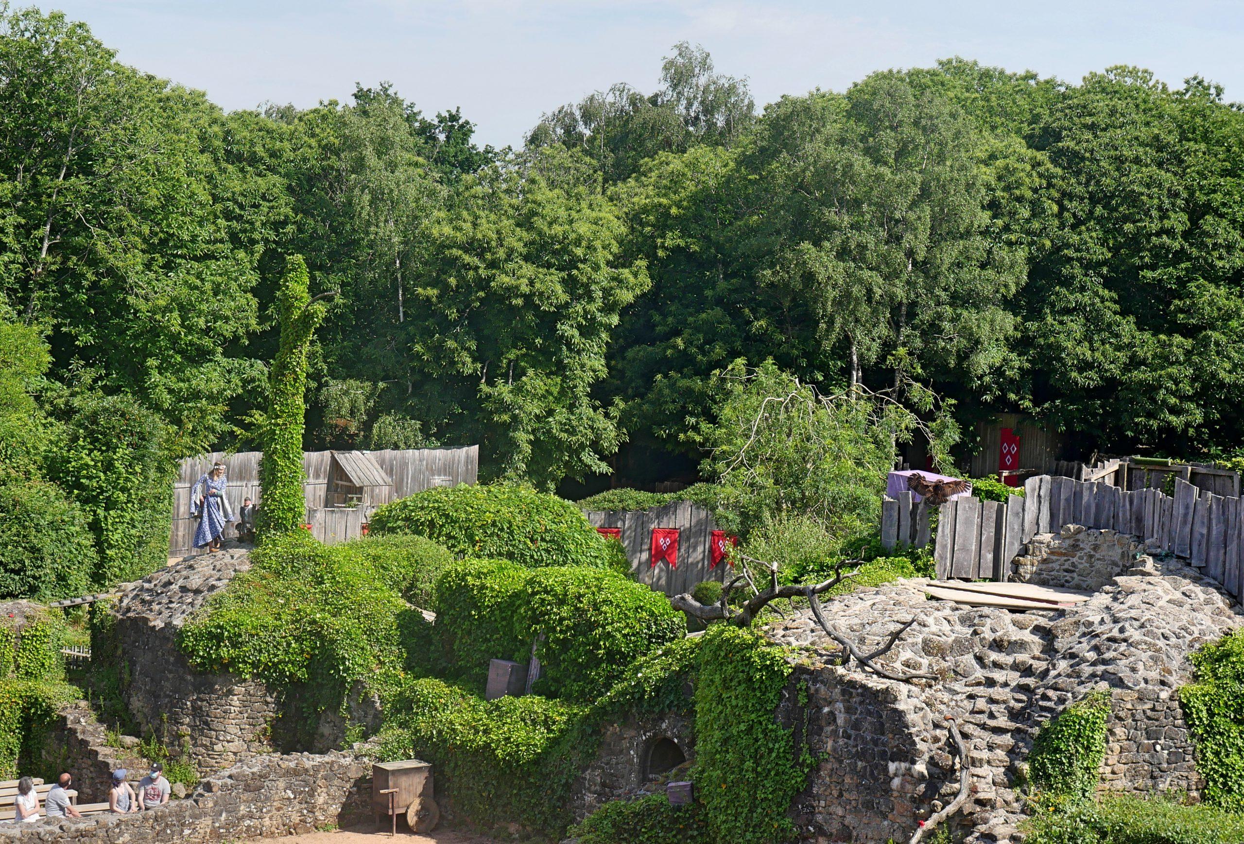 Ruine du château médiéval - Puy du Fou